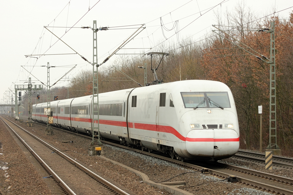 DB ICE 402 in Köln-Stammheim am 11.3.2012