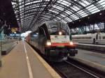 Br 182/104118/farnair-rail-logistics-es-64-u2-026 Farnair Rail logistics ES 64 U2-026 mit dem CNL aus Wien im Kölner Hbf am 13.11.10